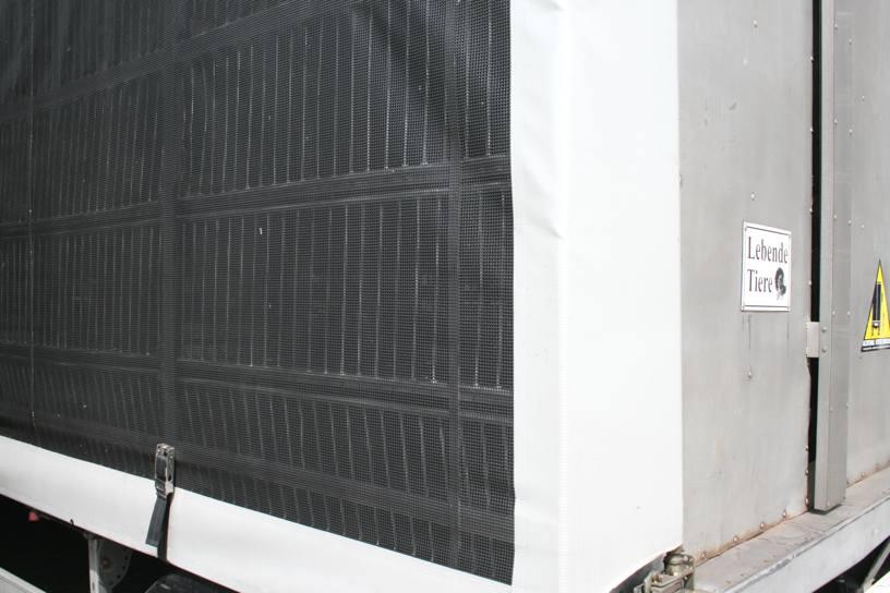 Schiebegardine aus Gittergewebe für Tiertransporte