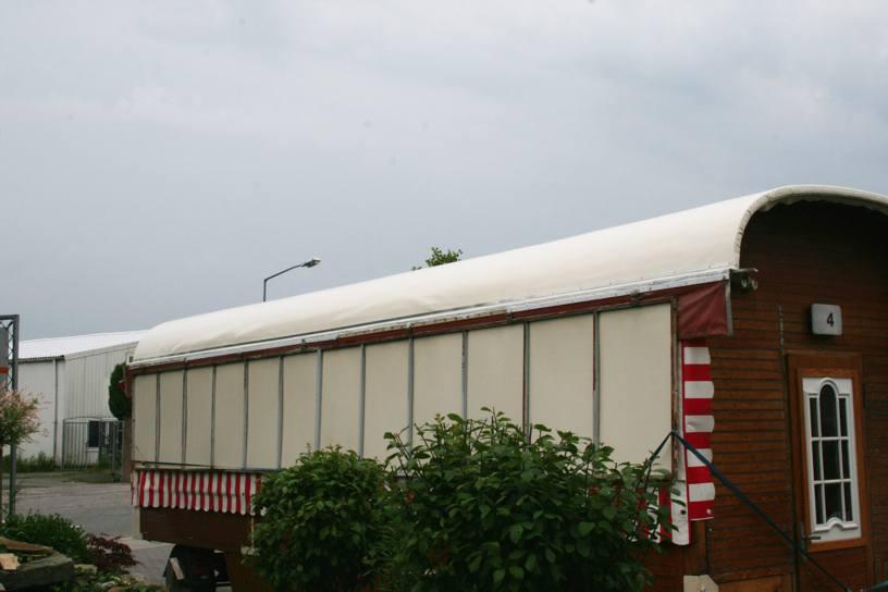 Neues Dach für Schaustellerwagen