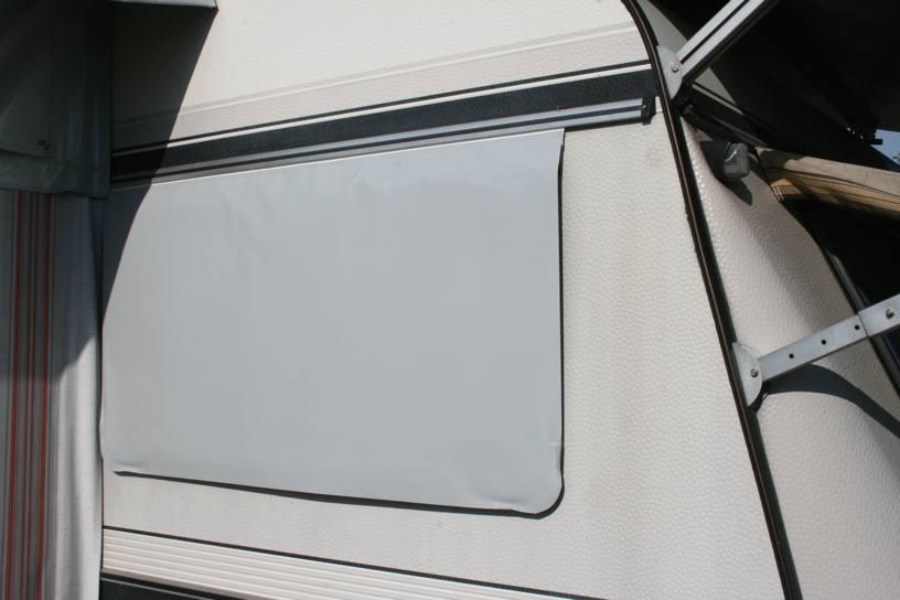 Fensterverkleidung aus Isolierplane
